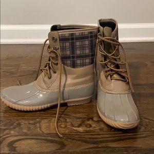 Cape robbin duck boots size 10